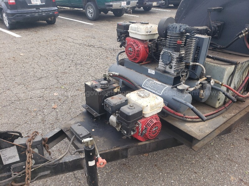 Sealmaster TR 300 Sealcoating trailer with Honda Engines