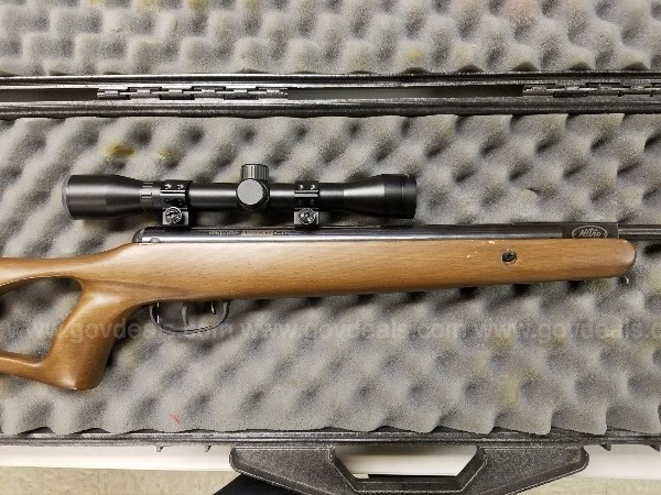BENJAMIN TITAN GP NITRO PISTON AIR RIFLE W/ CASE