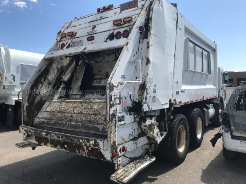 2004 Peterbilt 320 Rear Loading Trash Truck