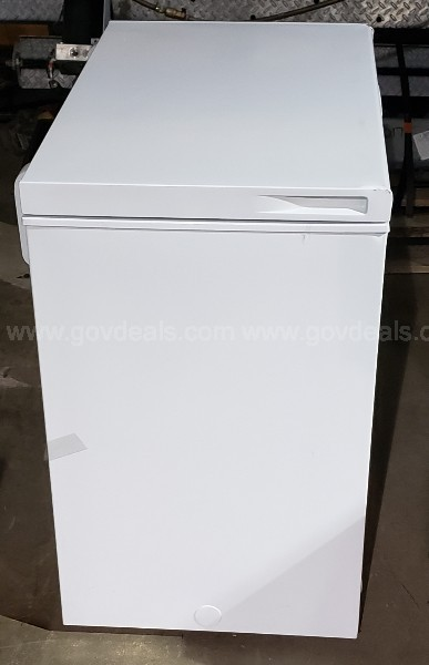 ***NEW***Hisense 7.0 Cu. Ft. Chest Freezer Perfect for extra food storage.