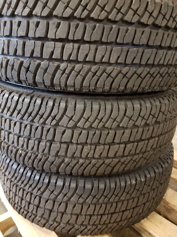Set of 4 Michelin LTX A/T2 Tires (Like New)
