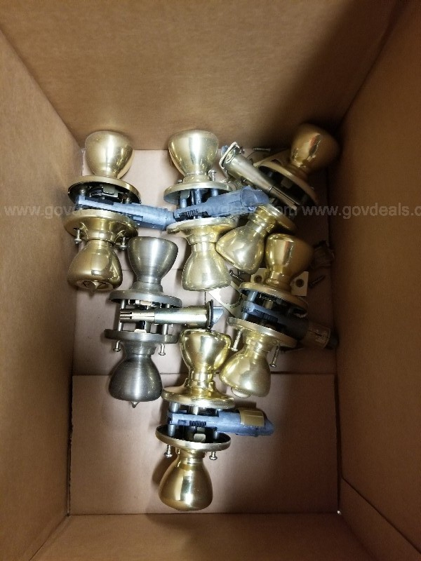 Lot of 6 Doorknobs