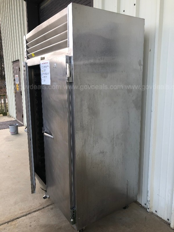 Traulsen, Model RE232N-ZCF011 Even Thaw Refrigerator