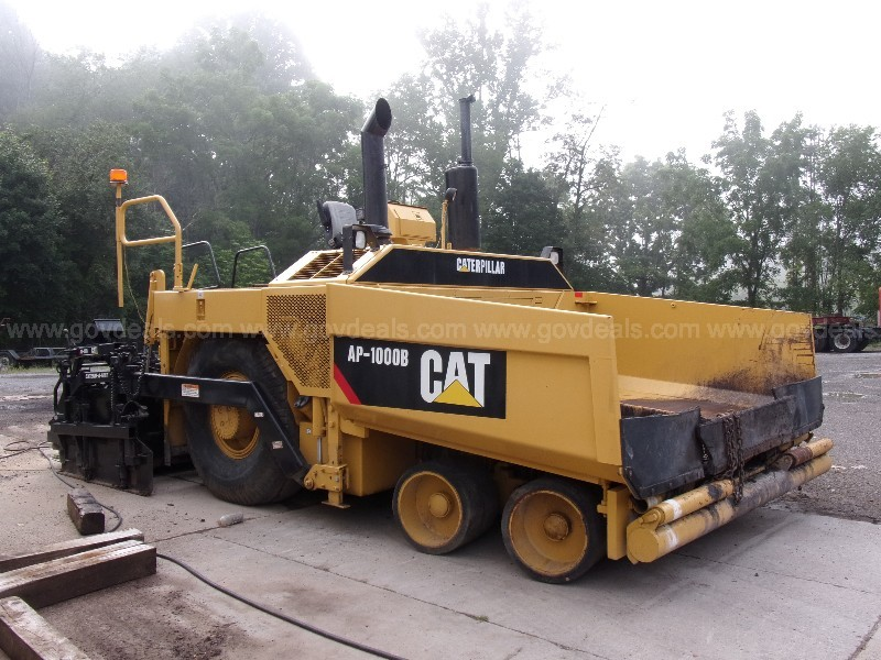 CAT AP-1000B wheeled asphalt paver with 20' Extend-A-Mat